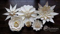 Paper Flower Wall 11' X 16' White or Ivory Flowers por balushka