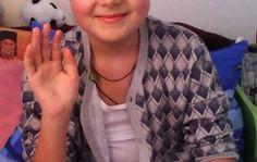 Andrei Cocos este un baiat de 13 ani care a fost diagnosticat cu Leucemie acuta. Baiatul face tratament, iar costurile acestuia sunt mari pentru veniturile mamei. Daca doriti sa ajutati aceasta familie greu incercata, o puteti face donand o suma cat de mica in contul: RO 81RZBR0000060015094269, deschis la Raiffeisen Bank pe numele Ionela Tiganila. Romania