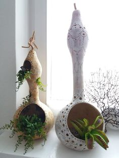 Pin by Büşra Balci on kabak Nature Crafts, Home Crafts, Diy And Crafts, Arts And Crafts, Hand Painted Gourds, Decorative Gourds, How To Dry Gourds, Gourds Birdhouse, Gourd Lamp