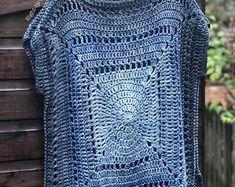 Pattern: Gradient Granny Tee by Sarah Shrimpton pattern originally in issue 90 Yarn:… Love Crochet, Crochet Granny, Knit Crochet, Knitting Blogs, Knitting Patterns, Crochet Patterns, Crochet Capas, Knitting Supplies, Crochet Magazine