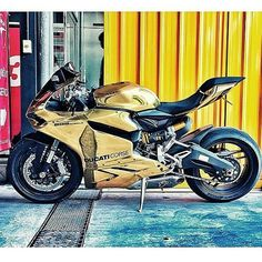 Moto en oro