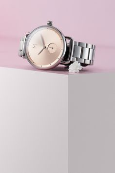 The most innovative watches you'll ever own. Choose your perfect style from our fashion designed collection of women's quartz wristwatches meeting latest trends. Mvmt Watches, Big Watches, Fossil Watches, Stylish Watches, Cool Watches, Watches For Men, Gold Watches Women, Rose Gold Watches, Most Popular Watches