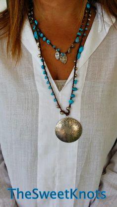 Collana medaglione vintage uncinetto con pietre turchesi  swarovski e componenti argentati con civette