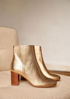 The Best of the Sezane Pre-Fall Collection Gold Metallic Lea Boots by Sezane Paris. Love boots with a comfortable heel! Metallic Leather, Cowhide Leather, Smooth Leather, Tan Leather, Gold Boots, Comfortable Heels, Blush And Gold, Parisian Chic, Mode Style