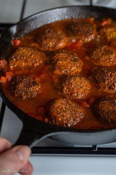 Chifteluțe de post în sos de roșii aromat   Bucate Aromate Falafel, Tahini, Vegan Recipes, Vegan Food, Stevia, Curry, Ethnic Recipes, Cottage, Curries