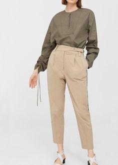 Tejido de algodón Estilo fajín Corte recto Tiro alto Hebilla decorativa Detalle de pinzas Dos bolsillos laterales Cierre de cremallera y botón