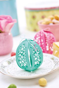 Faberge-inspired papercut eggs // PaperCrafter magazine, issue 106 // Image: cliqq.co.uk