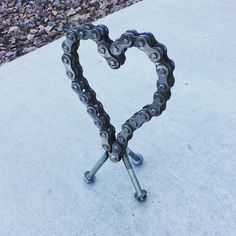 Items similar to Mx Chain heart on Etsy – Typical Miracle Welding Art Projects, Welding Crafts, Metal Art Projects, Metal Crafts, Blacksmith Projects, Horseshoe Art, Horseshoe Crafts, Metal Garden Art, Steel Art
