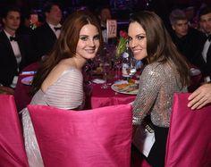 Pin for Later: Les Stars S'éclatent à la Soirée Organisée Par Elton John Pour les Oscars Hilary Swank et Lana Del Rey