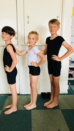 Young Boys Fashion, Boy Fashion, Cute Teenage Boys, Cute Boys, Cute Boy Hairstyles, Barefoot Kids, Fin Fun Mermaid, Cute Kids Photography, Ballet Boys