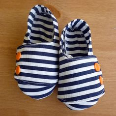 Feather's Flights {a creative, sewing blog}: Nautical Baby Shoes - using the Shwin & Shwin pattern - love them!
