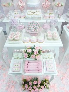 SHABBY CHIC Birthday Party Ideas Pretty pink and white shabby chic birthday party! More party ideas Vintage Dessert Tables, Buffet Dessert, Deco Buffet, Vintage Sweets, Candy Table, Candy Buffet, Party Decoration, Baby Shower Decorations, Table Decorations