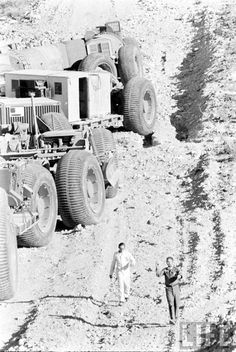 The 54-wheel drive Overland-train. 1950's madness. | Retro Rides