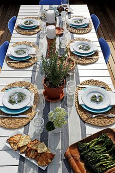 Pin for Later: A Mediterranean Cookout That Will Make You Want to Cry Happy Food Tears Mediterranean Tablescape Greek Dinners, Dinner Party Menu, Dinner Parties, Dinner Table, Bbq Party, Popsugar Food, Mediterranean Decor, Happy Foods, Backyard Bbq