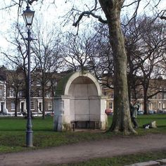 London Bridge alcoves in Victoria Park - Bow plaque : London Remembers, Aiming to capture all memorials in London This shape alcoves