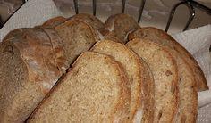 Gesund, wenig Kalorien und einfach ohne Brotbackautomat zu backen – das Roggenbrot Folgende Zutaten werden für die Herstellung des Sauerteigs benötigt: – 75 g bis 100 g Anstellgut (Roggensauerteig) – 310 g Roggenmehl (Type 1150) – 310 g Wasser Folgende Zutaten werden für den Roggenteig benötigt: – 100 g Roggenmehl (Type 1150) – 100 g …