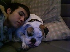 Pete and Hemmingway. I miss that dog :') Pete Wentz, Emo Bands, Music Bands, Fall Out Boy Memes, Soul Punk, American Psycho, American Horror, Patrick Stump, Rock Songs