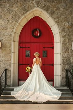 beautiful backless wedding dress @Michelle Card