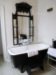 black and white bath ♥  This is very cool!