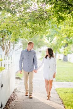 Sunshine and white picket fences are insanely perfect for a Beaufort, NC engagement session. Photos by Cynthia Rose Photography.