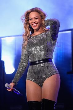 Pin for Later: Beyoncé Slayed Super Bowl Style With the Help of Her Signature Look At the 2015 Budweiser Made in America Festival
