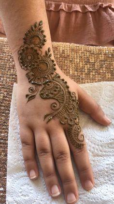 Henna Designs For Kids, Pretty Henna Designs, Mehndi Designs For Kids, Rose Mehndi Designs, Latest Henna Designs, Henna Tattoo Designs Simple, Back Hand Mehndi Designs, Mehndi Designs For Beginners, Unique Mehndi Designs