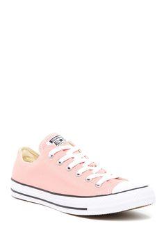 Tenis Converse rosados.