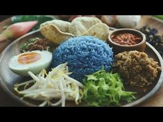 Nasi Kerabu – 蓝色米沙拉 – The MeatMen – Your Local Cooking Channel Rice Recipes, Asian Recipes, Snack Recipes, Healthy Recipes, Ethnic Recipes, Healthy Food, Yummy Food, Snacks, Nasi Kerabu