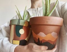 Painted Plant Pots, Painted Flower Pots, Painting Terracotta Pots, Ceramic Plant Pots, Diy And Crafts, Arts And Crafts, Decor Crafts, Art Diy, Plant Decor