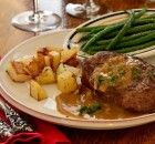 Valentine's Day la Bonne Femme: Steak with Brandy-Mustard Sauce. I know it sounds old-fashioned to say this, but Men Love This Recipe. Steak Recipes, Sauce Recipes, Cooking Recipes, French Steak, Creme Brulee Dishes, French Dishes, French Food, Tenderloin Steak, International Recipes