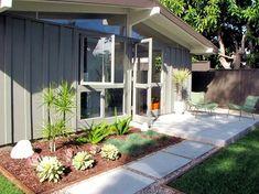 modern patio by Tara Bussema