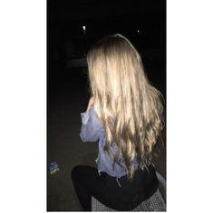 Summer Blonde Hair, Brown Eyes Blonde Hair, Golden Blonde Hair, Blonde Hair With Highlights, Blonde Color, Blonde Hair Honey Caramel, Blonde Girl Selfie, Champagne Blonde Hair, Mode Grunge