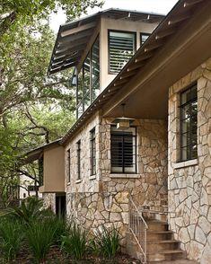 Fachada lateral de casa rústica
