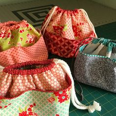 Nähkästchen These Pretty Bags are So Easy to Make - Quilting Digest Toronto Heating And Air Conditio Sewing Hacks, Sewing Tutorials, Sewing Patterns, Bag Patterns, Bag Tutorials, Sewing Tips, Bag Pattern Free, Pouch Pattern, Fabric Bags
