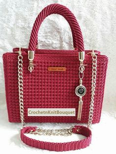 This Pin was discovered by Ayt Discover thousands of images about Crochet bags Crochet Backpack, Crochet Tote, Crochet Handbags, Crochet Purses, Crochet Pattern, Crotchet Bags, Knitted Bags, Art Du Fil, Knit Patterns