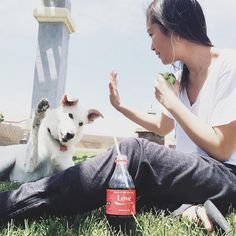 Training humans is easy if you have a Coke and a straw. Thanks for showing us how you #ShareaCoke, @snowtheshepherd. #TheHumanWhisperer
