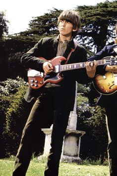 Beatles George Harrison and John Lennon, circa Would love to know where they were, looks like some kind of monuments behind them. The Beatles, Foto Beatles, Beatles Photos, Stuart Sutcliffe, Ringo Starr, George Harrison, Paul Mccartney, John Lennon, Rock Bands