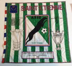 Football SAINT ETIENNE  ASSE Les Verts RARE drapeau foulard 1975 ST ETIENNE St Etienne, Everton Fc, 1975, Officiel, Football Cards, Sports, Flag, Headscarves, Soccer Cards