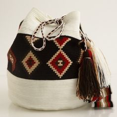 Style with a cause! Formerly part of the Wayuu Taya Foundation, Susu Style sells one of a kind Susu bags handwoven by the women of the Wayuu tribe in the Guajiran Peninsula. All proceeds go back to the Wayuu community. Buy yours today at ! Tapestry Bag, Tapestry Crochet, Knit Crochet, Crochet Handbags, Crochet Purses, Mochila Crochet, Ethnic Bag, Boho Bags, Bohemian Bag