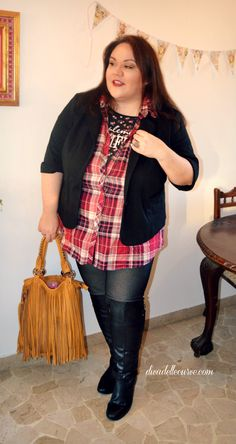 plus size styling: how to wear knee high boots 4 ways, more details on my blog http://www.divadellecurve.com/2015/01/come-indossare-stivali-sopra-al-ginocchio.html #widecalfboots #stivalipolpacciogrande #stivali