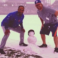 11 Charming Photos Of The Mets Enjoying A Bizarre April Snowstorm - BuzzFeed Mobile