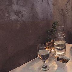 이진아(@ojin.ao) • Instagram 사진 및 동영상 White Wine, Alcoholic Drinks, Glass, Food, Drinkware, Corning Glass, Essen, White Wines, Liquor Drinks