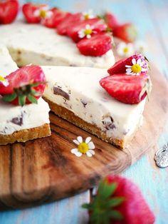 Daimcheesecake - My Kitchen Stories Cookie Desserts, No Bake Desserts, Dessert Recipes, Kitchen Stories, Great Recipes, Sweet Tooth, Bakery, Sweet Treats, Food Porn