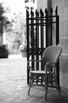 Affäire chair in Paris