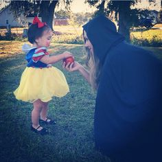 Outstanding Halloween Family Costumes You Should Use On Halloween Day Mother Daughter Halloween Costumes, Diy Halloween Costumes For Girls, Baby Girl Halloween Costumes, First Halloween, Family Costumes, Halloween Cosplay, Diy Costumes, Halloween Costumes For Kids, Costume Ideas