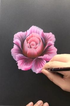 Flower Painting Discover How to paint flowers with effect Cool Art Drawings, Pencil Art Drawings, Art Drawings Sketches, Canvas Painting Tutorials, Diy Canvas Art, Painting Videos, 3d Painting On Canvas, One Stroke Painting, Painting Patterns