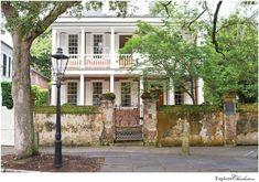 13 Beautiful Photos of Charleston's Historic Homes - Explore Charleston Blog Magnolia Plantation, Charleston Farmers Market, Charleston Sc, Air Balloon Festival, First Day Of Autumn, Boone Hall Plantation, Second Empire, Seaside Towns, Homes