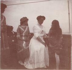 Татьяна, Мария, Александра Феодоровна, Анастасия.