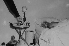 Rare Photographs Show the Bedroom in Which Marilyn Monroe Was Found Dead on August 1962 Marilyn Monroe Tod, Marilyn Monroe Bedroom, Marilyn Monroe Birthday, Marilyn Monroe Photos, Robert Kennedy, Joe Dimaggio, Hollywood Hills, Dead Pictures, Celebrity Deaths