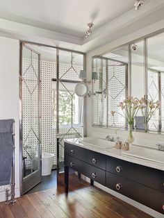 Chic & Original Master bathroom with elegant double sink vanity from interior designer Isabel Lopez Quesada